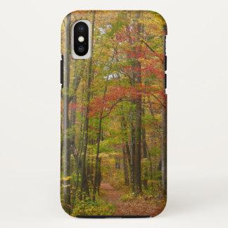 Coque iPhone X Traînée de colline de laurier dans l'automne