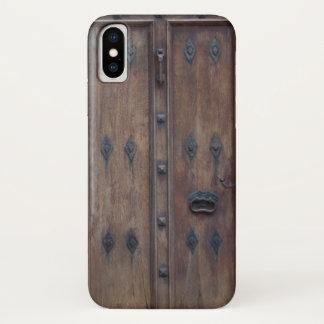 Coque iPhone X Vieille porte en bois espagnole avec des boulons