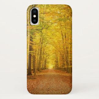 Coque iPhone X Voie dans la forêt d'automne