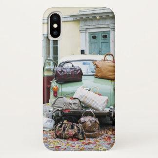 Coque iPhone X Voiture vintage avec un bon nombre de bagage