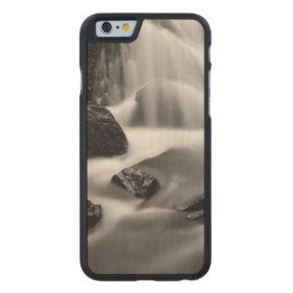 Coque Mince En Érable iPhone 6 Cascade de B&W, la Californie