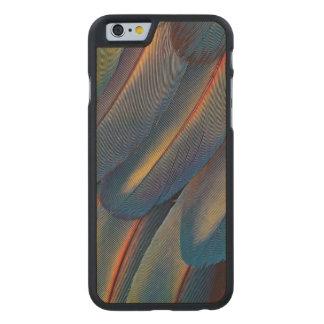 Coque Mince En Érable iPhone 6 Éventées plumes d'ara d'écarlate