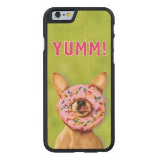 Coque Mince En Érable iPhone 6 Le chien drôle de chiwawa avec arrosent le beignet