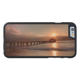 Coque Mince En Érable iPhone 6 Pilier de plage au coucher du soleil, Hawaï