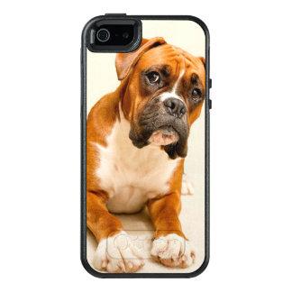 Coque OtterBox iPhone 5, 5s Et SE Chiot de boxeur sur le contexte crème en ivoire