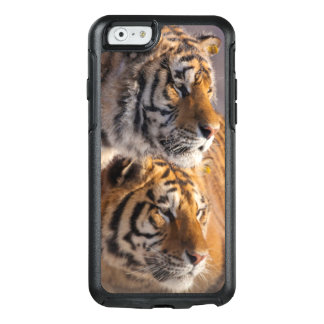Coque OtterBox iPhone 6/6s Deux tigres sibériens ensemble, la Chine