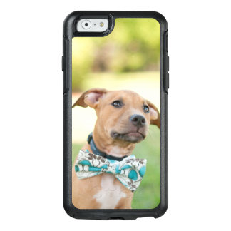 Coque OtterBox iPhone 6/6s Un chiot de Brown porte une cravatte colorée d'arc