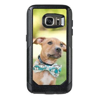 Coque OtterBox Samsung Galaxy S7 Un chiot de Brown porte une cravatte colorée d'arc