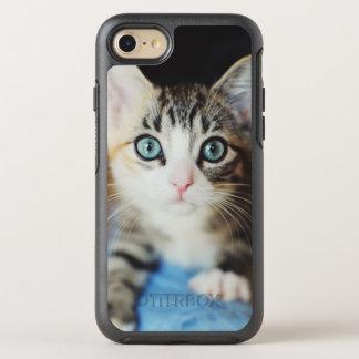 Coque OtterBox Symmetry iPhone 8/7 Chaton observé par bleu lumineux
