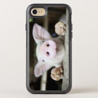 Coque OtterBox Symmetry iPhone 8/7 Porc de bébé dans le stylo, porcelet