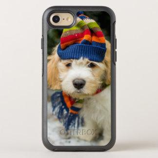 Coque OtterBox Symmetry iPhone 8/7 Un chiot doux de Cavachon dans un casquette et une