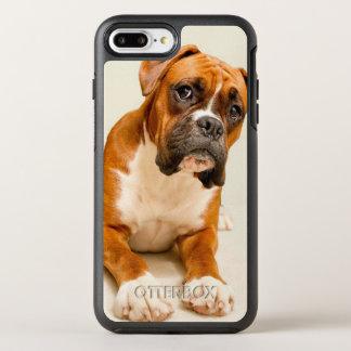 Coque OtterBox Symmetry iPhone 8 Plus/7 Plus Chiot de boxeur sur le contexte crème en ivoire