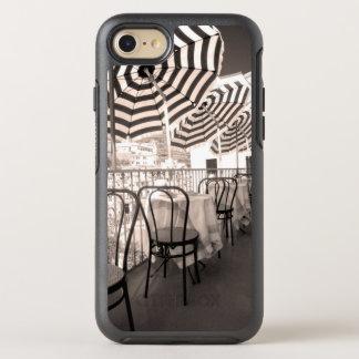 Coque Otterbox Symmetry Pour iPhone 7 Balcon étrange de restaurant, Italie