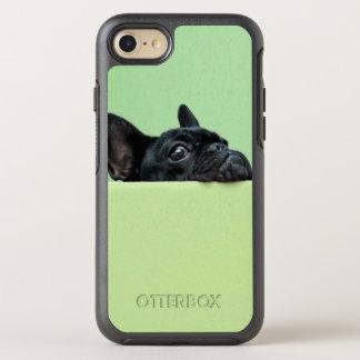 Coque Otterbox Symmetry Pour iPhone 7 Chiot de bouledogue français scrutant au-dessus du