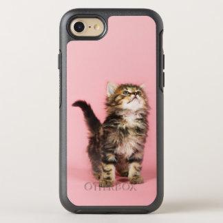 Coque Otterbox Symmetry Pour iPhone 7 Jeune chat recherchant