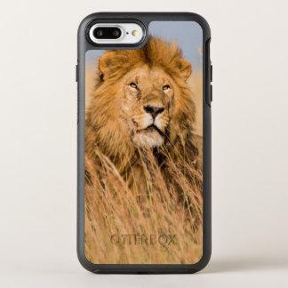 Coque Otterbox Symmetry Pour iPhone 7 Plus Lion masculin caché dans l'herbe