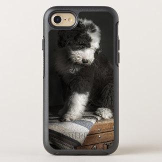 Coque Otterbox Symmetry Pour iPhone 7 Portrait de chiot de queue écourtée dans le studio