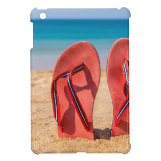 Coque Pour iPad Mini Deux pantoufles rouges droites en sable de