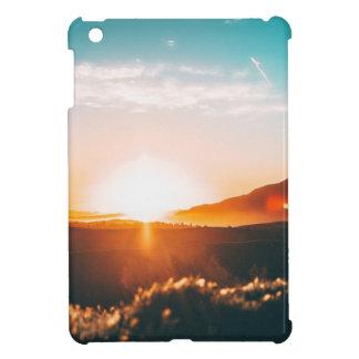 Coque Pour iPad Mini Lever de soleil au-dessus de la colline en nature