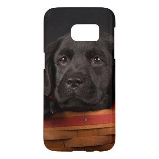 Coque Samsung Galaxy S7 Chiot noir de labrador retriever dans un panier