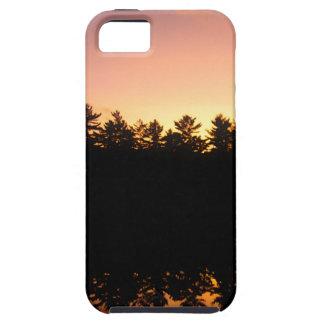 Coque Tough iPhone 5 Arbres de coucher du soleil réfléchis sur le lac