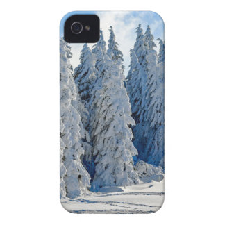 Coques Case-Mate iPhone 4 Époque hivernale de Milou de sapins de neige le