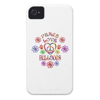 Coques iPhone 4 Case-Mate Bouledogues d'amour de paix