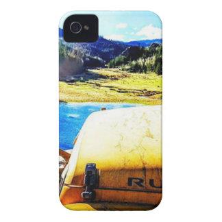Coques iPhone 4 Case-Mate Dessus d'une jeep jaune avec des montagnes