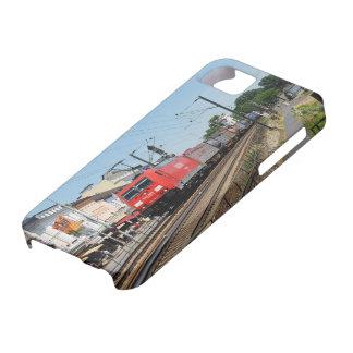 Coques iPhone 5 Train de marchandises dans la maison crue au Rhin