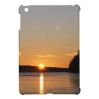 Coques Pour iPad Mini Le rayon d'or de Sun d'hiver réfléchit sur le lac