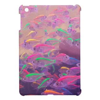 Coques Pour iPad Mini Poissons au néon dans un aquarium