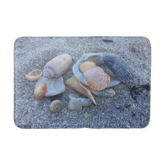 Coquilles de mer et la plage tapis de bain