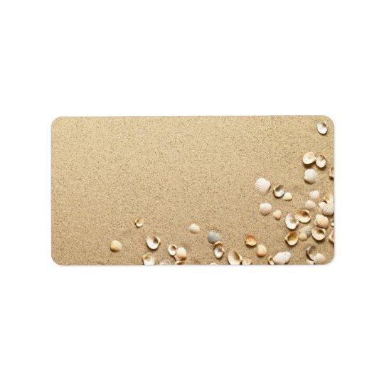 Coquilles de mer sur le sable étiquette d'adresse