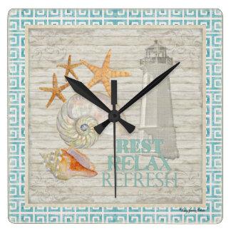 Coquilles de phare d'aquarelle - décor de cottage  horloge carrée
