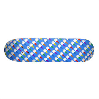 Cornets de crème glacée d'arc-en-ciel planches à roulettes customisées
