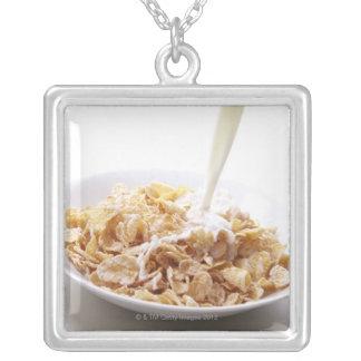 Cornflakes et lait collier
