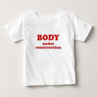 Corps en construction t-shirt pour bébé