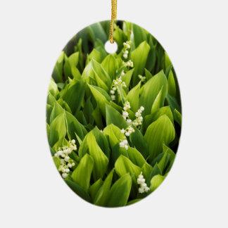 Correction de fleur du muguet ornement ovale en céramique