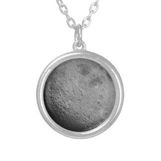 Côté en noir du collier de lune