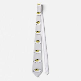 Côté ensoleillé heureux vers le haut d'oeuf avec cravates