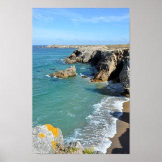 Côte rocheuse à la péninsule de Quiberon en France Affiches