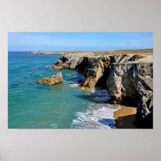 Côte rocheuse à la péninsule de Quiberon en France Poster