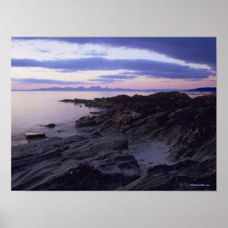 Côte rocheuse au coucher du soleil dans Kintyre, Posters