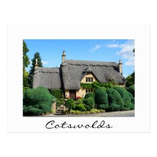 Cottage de toit couvert de chaume en ébréchant cartes postales