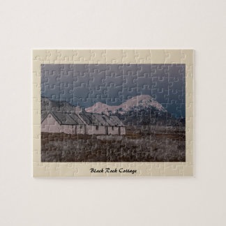 Cottage noir de roche, Glencoe, Lochaber, Ecosse Puzzle