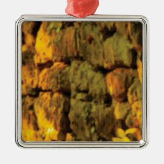 couche de pierres jaunes ornement carré argenté
