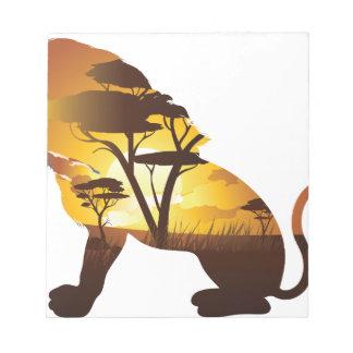 Coucher du soleil africain avec le lion bloc-note