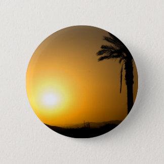 Coucher du soleil andalou d'or avec le palmier de badges