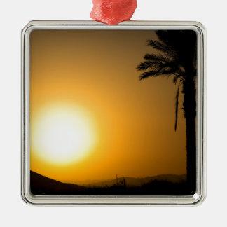 Coucher du soleil andalou d'or avec le palmier de ornement carré argenté