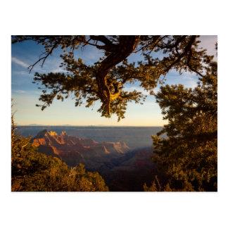 Coucher du soleil au-dessus de canyon grand carte postale